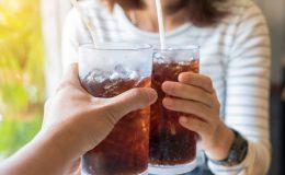 Uống nước ngọt có ga ảnh hưởng đến sức khỏe như thế nào?